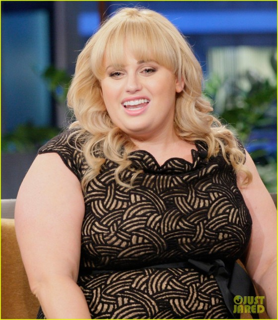 rebel-wilson-tonight-show-with-jay-leno-appearance-01